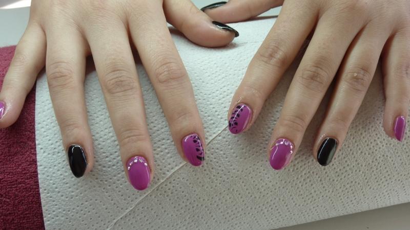 fioletowo czarne paznokcie